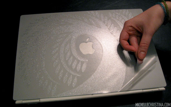 How to apply a vinyl laptop decal 7