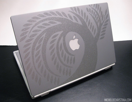How to apply a vinyl laptop decal 8